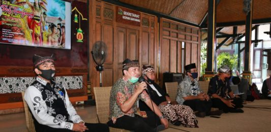 "Pemerintah Banyuwangi Gelar FGD Pemajuan Kebudayaan dengan Launching Buku ""Sri Tanjung Hidup Kembali"" (Beritabaro.co/Rizal Kurniawan)"