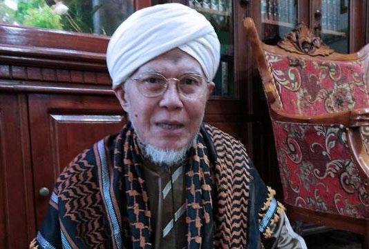 ketua Umum DPP Forum Kiai Kampung Nusantara (FKKNu) KH Abd Tawwab Hadlory