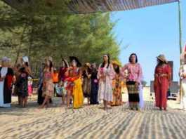 Tarik Wisatawan, Pantai Semilir Gelar Fashion Show Gadis Pesisir