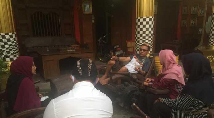 Kunjungan ke kediaman Ketua Dewan Adat Mojopahit. (Foto: Beritabaru.co/Ahmad Rofi)