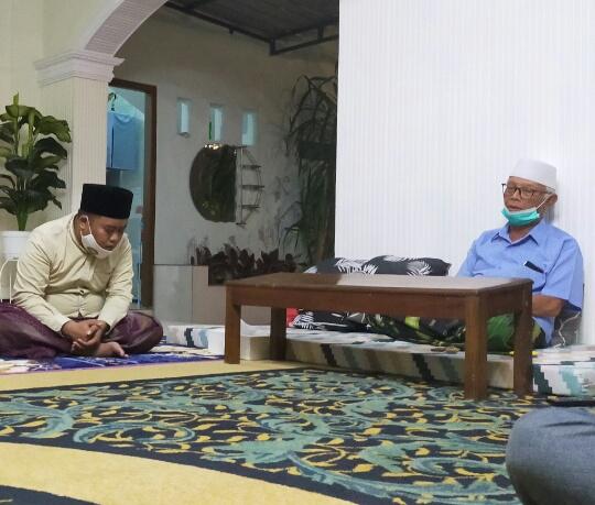 Saat PKC PMII Jatim silaturahmi di Kadiamanya Rois Syuriah PWNU Jatim KH Anwar Iskandar, Kota Kediri, Sabtu (17/10/2020)