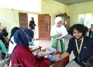 Pengurus Cabang Fatayat NU Parepare menggelar Donor Darah di Kantor PCNU dalam rangka peringati Hari Santri Nasional 2020. Senin, (26/10)