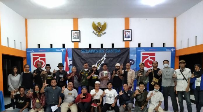 """Komunitas Selapanan Sastra Gelar Bedah Buku """"Orde Batu"""" Karya Ali Ibnu Anwar. (Dok. Foto: Beritabaru.co/Istimewa)"""