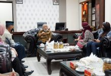 Saat Tim Wahid Foundation dan Bupati Malang M. Sanusi mendiskusikan peluang dan strategi pemberdayaan ekonomi berkelanjutan dan pembangunan perdamaian di wilayah Kabupaten Malang.
