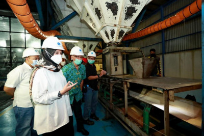 Bupati Ipuk Kunjungi Pabrik Gula di Glenmore
